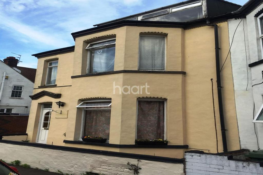 6 Bedrooms Terraced House for sale in Walpole Road, Great Yarmouth