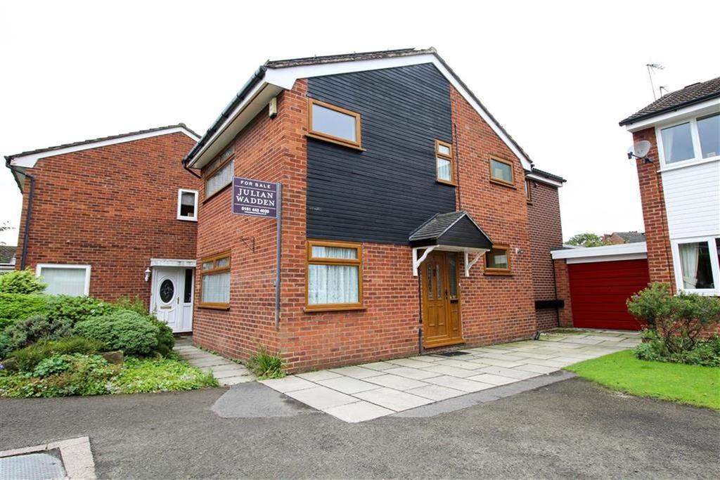 3 Bedrooms Detached House for sale in Ryland Close, Reddish, Stockport