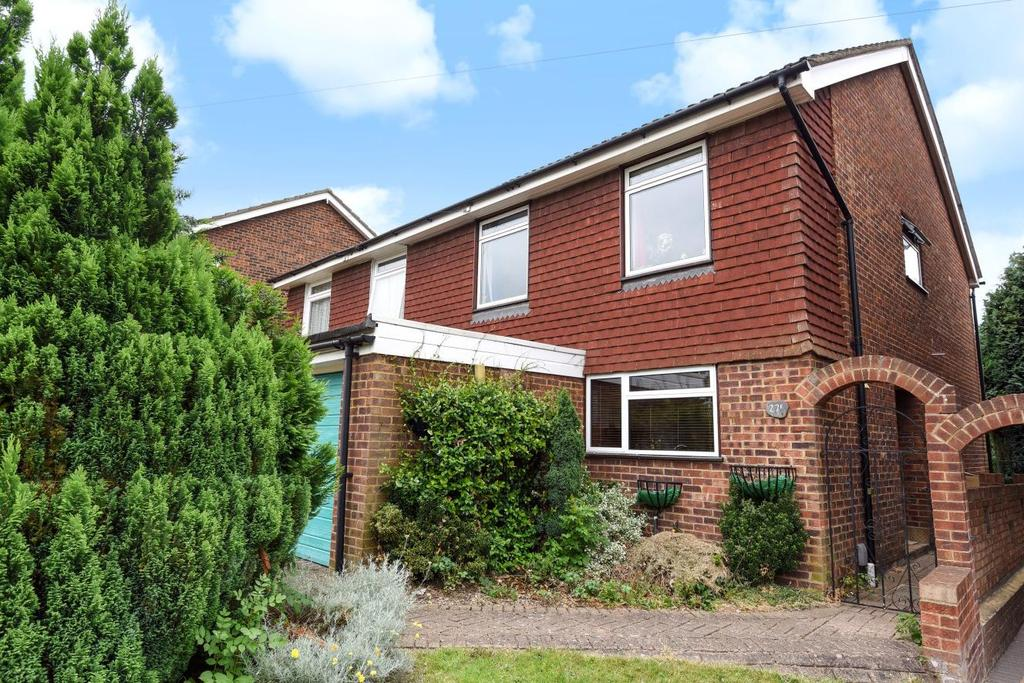 4 Bedrooms Semi Detached House for sale in Kechill Gardens, Hayes, BR2