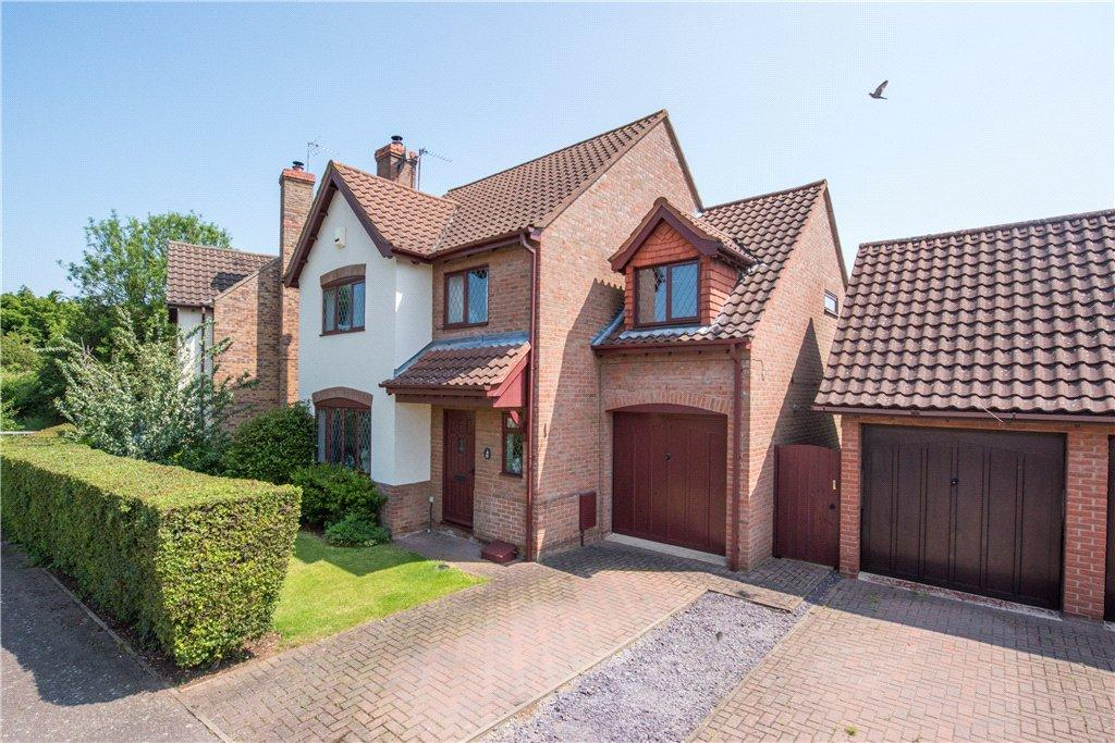 4 Bedrooms Detached House for sale in Fleming Close, Biddenham, Bedford, Bedfordshire