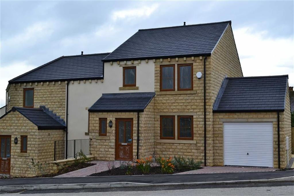 4 Bedrooms Town House for sale in The Hallows, Burnley, Lancashire