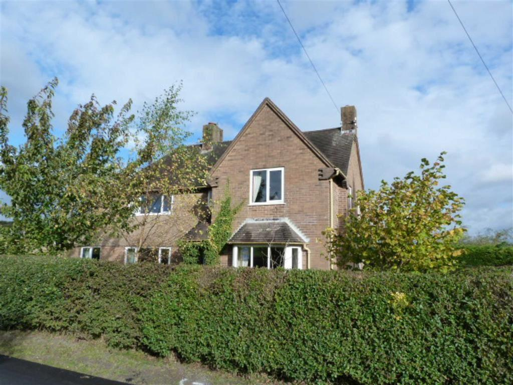 3 Bedrooms Detached House for sale in Tregynon, Newtown