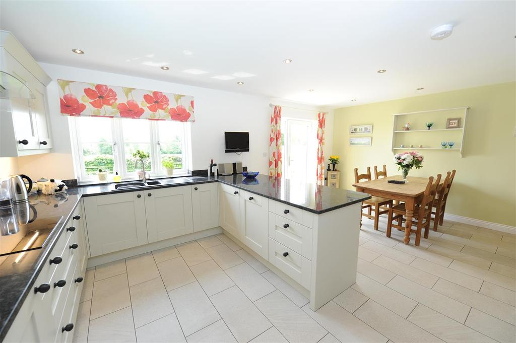 4 Bedrooms Detached House for sale in Laburnum Lodge, Manfield