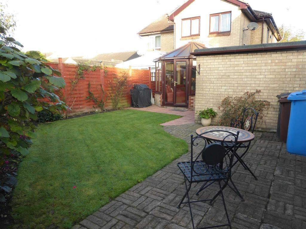 3 Bedrooms Semi Detached House for sale in Millers Walk, Bricknell Avenue, Hull, HU5