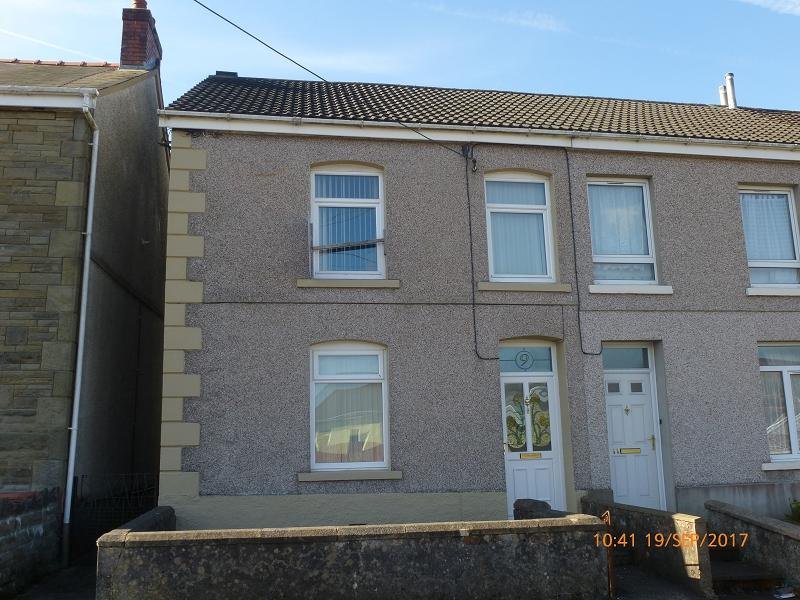 3 Bedrooms End Of Terrace House for sale in New Ceidrim Road, Garnant, Ammanford, Carmarthenshire.