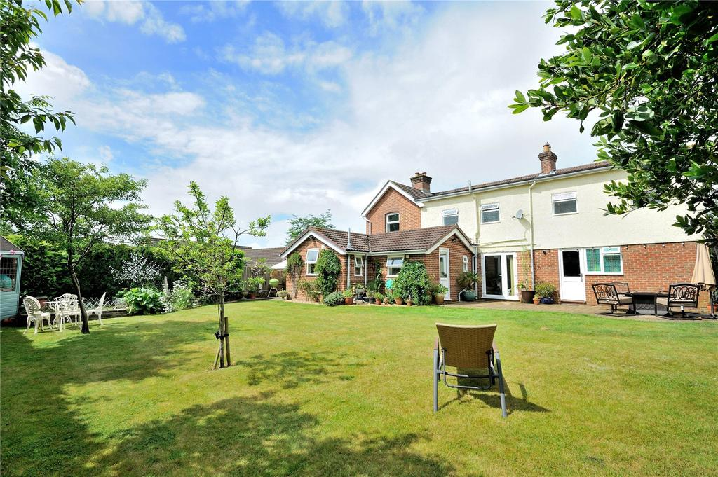 4 Bedrooms Detached House for sale in Lake Road, Verwood, Dorset