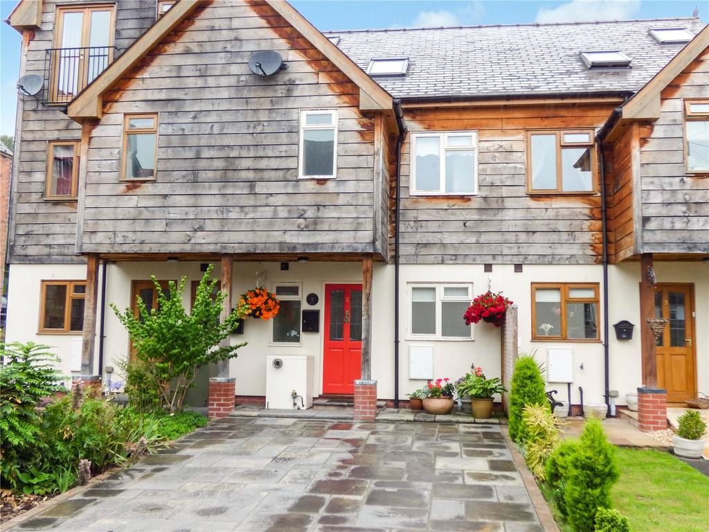 3 Bedrooms Terraced House for sale in Red Lion Mews, West Street, Knighton, Powys