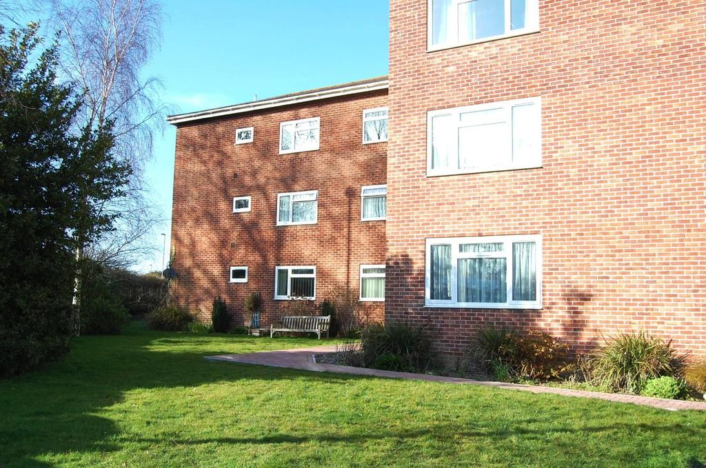2 Bedrooms Flat for sale in Upton, Poole