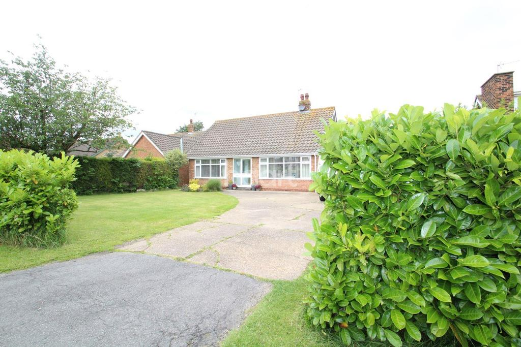 4 Bedrooms Bungalow for sale in Lincoln Road, Dunholme, Lincoln, LN2