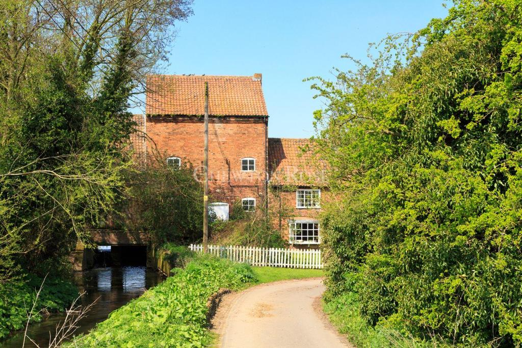 4 Bedrooms Mill Character Property for sale in Rolleston, Southwell, Nottinghamshire