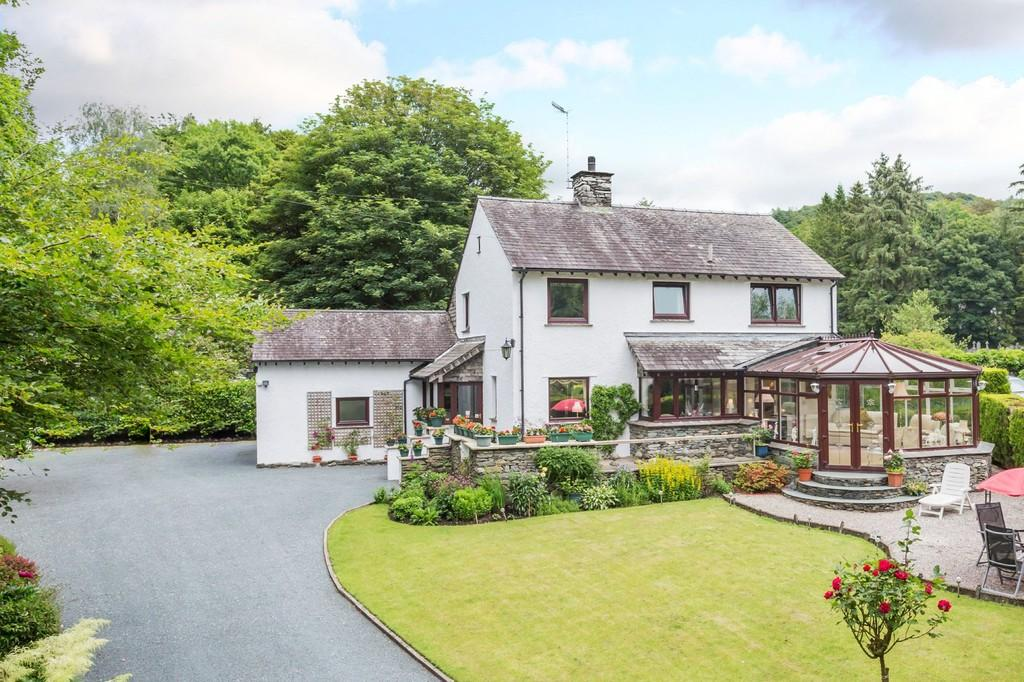 4 Bedrooms Detached House for sale in Beckside, Rayrigg Road, Windermere, LA23 1EY