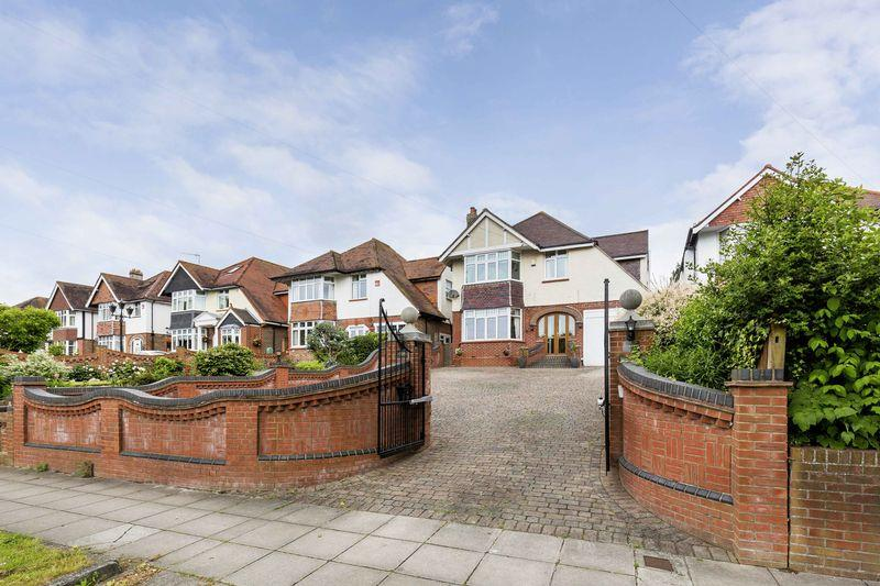 4 Bedrooms Detached House for sale in Havant Road, Farlington