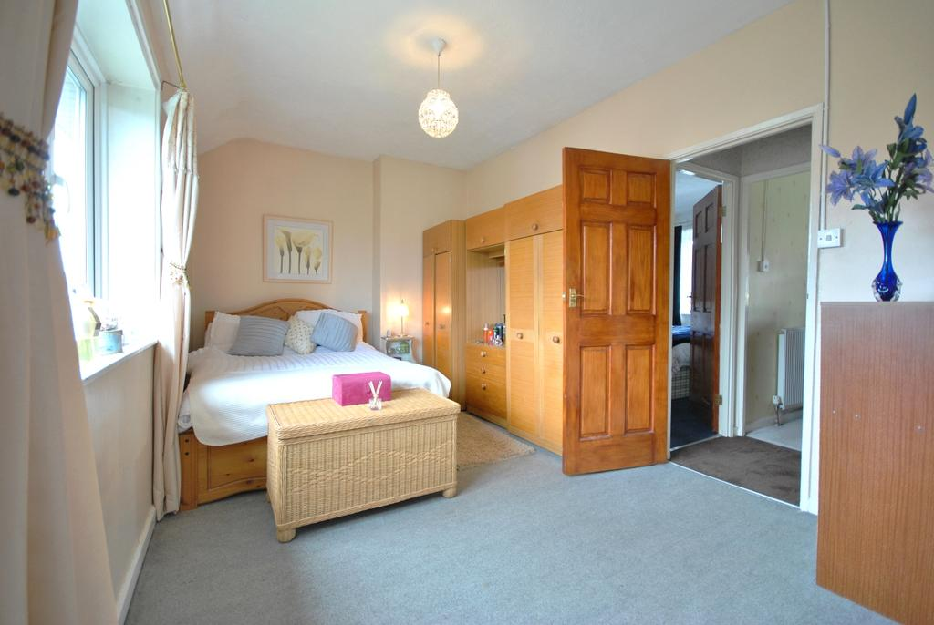3 Bedrooms Terraced House for sale in Northover Bromley BR1