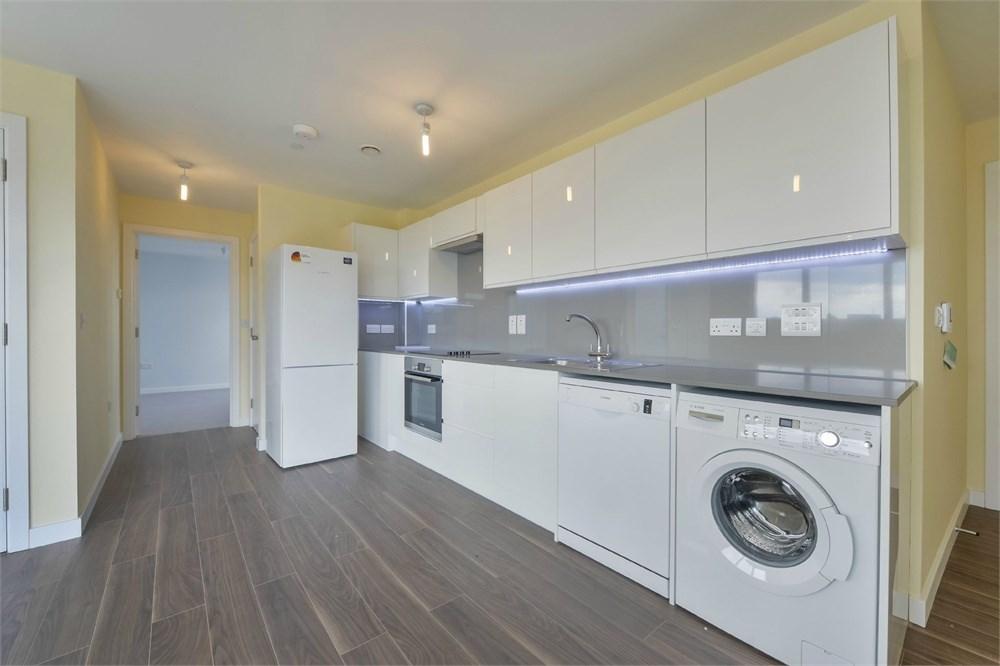 2 Bedrooms Penthouse Flat for sale in Garratt Lane, SW17