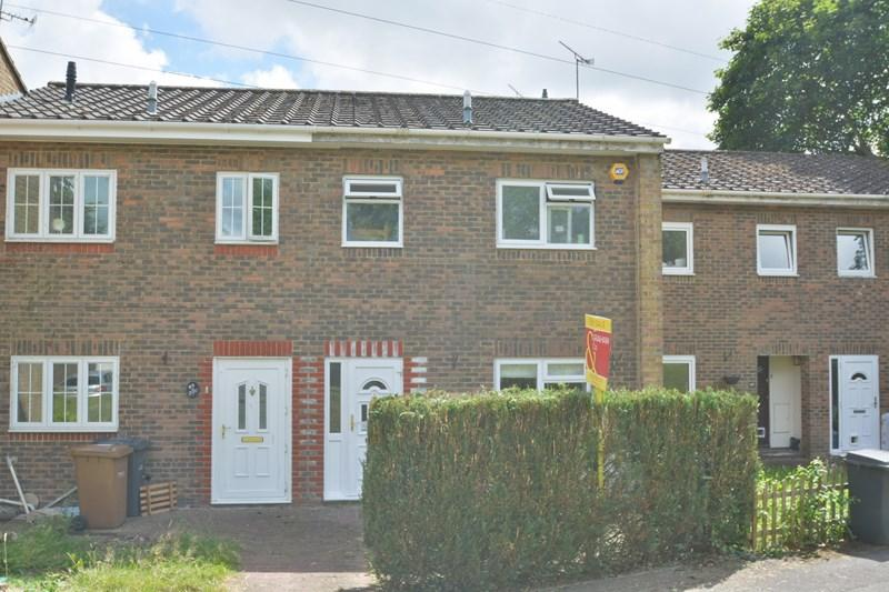 3 Bedrooms Terraced House for sale in Camelot Close, Andover