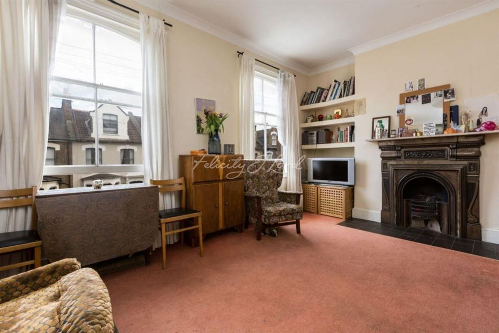 3 Bedrooms Flat for sale in Brighton Road, N16