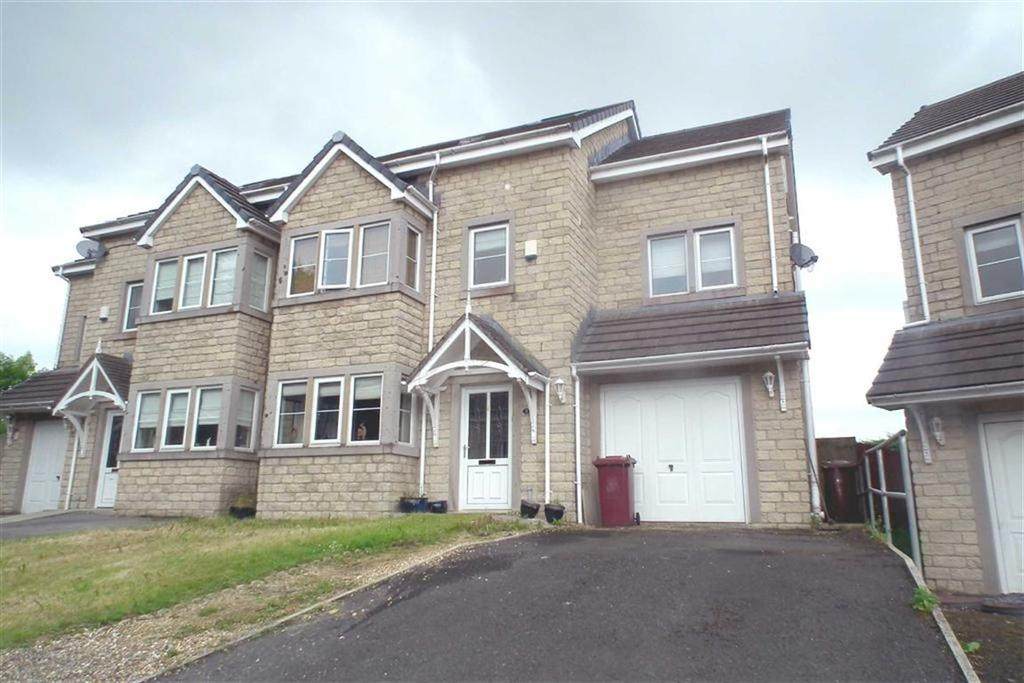 4 Bedrooms Town House for sale in May Tree Close, Burnley, Lancashire