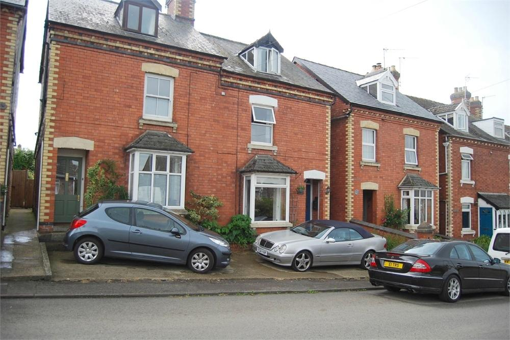 3 Bedrooms Semi Detached House for sale in Elta, Bath Road, King's Stanley, Gloucestershire