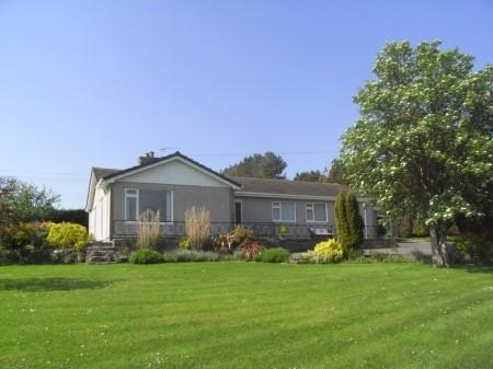 4 Bedrooms Detached Bungalow for sale in Talwrn, Anglesey, North Wales