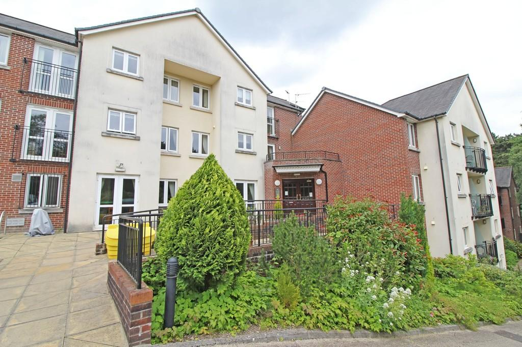 1 Bedroom Apartment Flat for sale in Cwrt Brynteg, Station Road