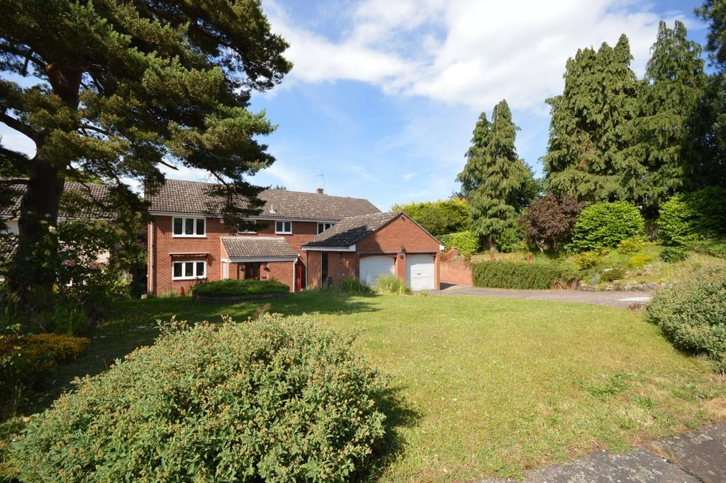 6 Bedrooms Detached House for sale in Hurnard Drive, Lexden