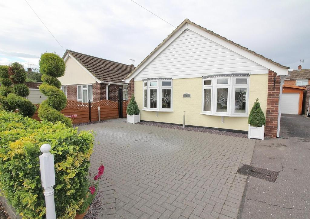 2 Bedrooms Detached Bungalow for sale in Redruth Close, Chelmsford, Essex, CM1