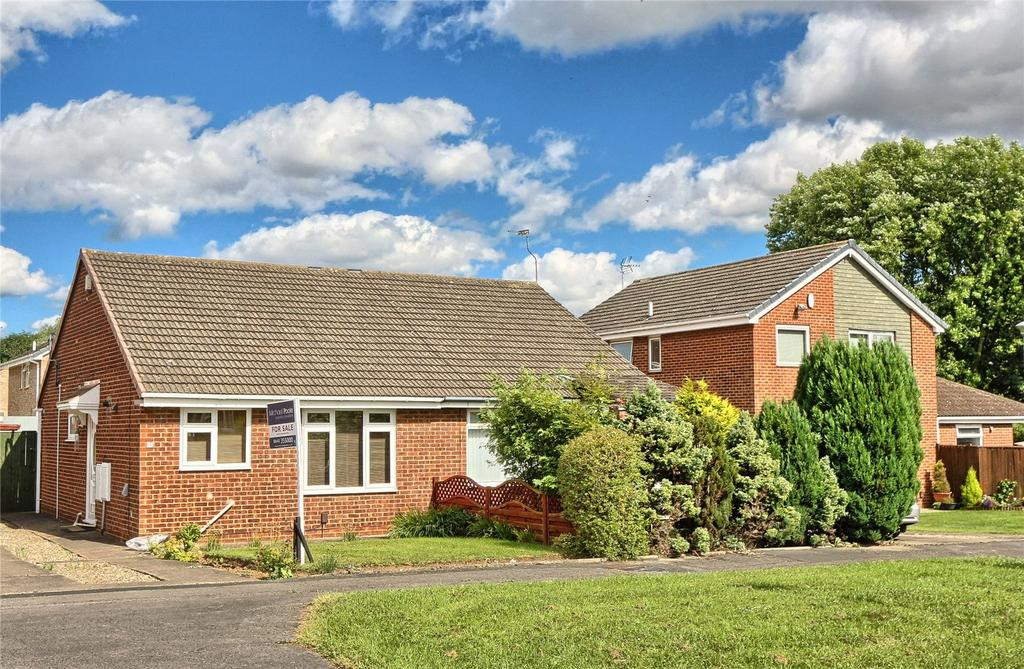 2 Bedrooms Semi Detached Bungalow for sale in Croxton Close, Fairfield