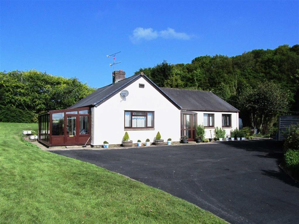 3 Bedrooms Bungalow for sale in Llanerfyl, Welshpool, SY21