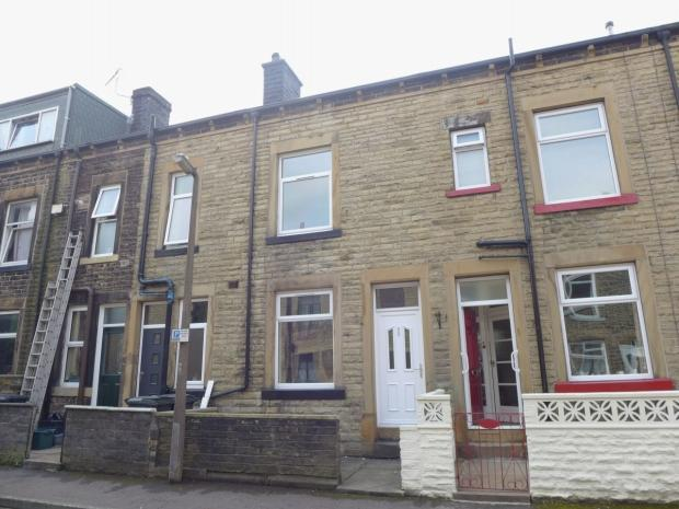 3 Bedrooms Terraced House for sale in Osborne Place Todmorden