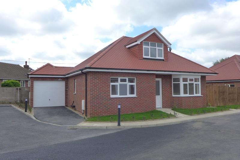 3 Bedrooms Detached Bungalow for sale in 6 Hipperson Close, Beccles