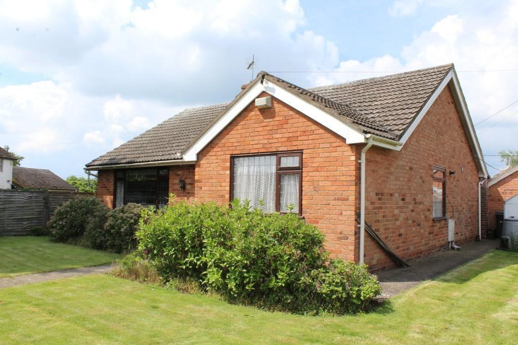 2 Bedrooms Detached Bungalow for sale in Back Lane, Nomans Heath