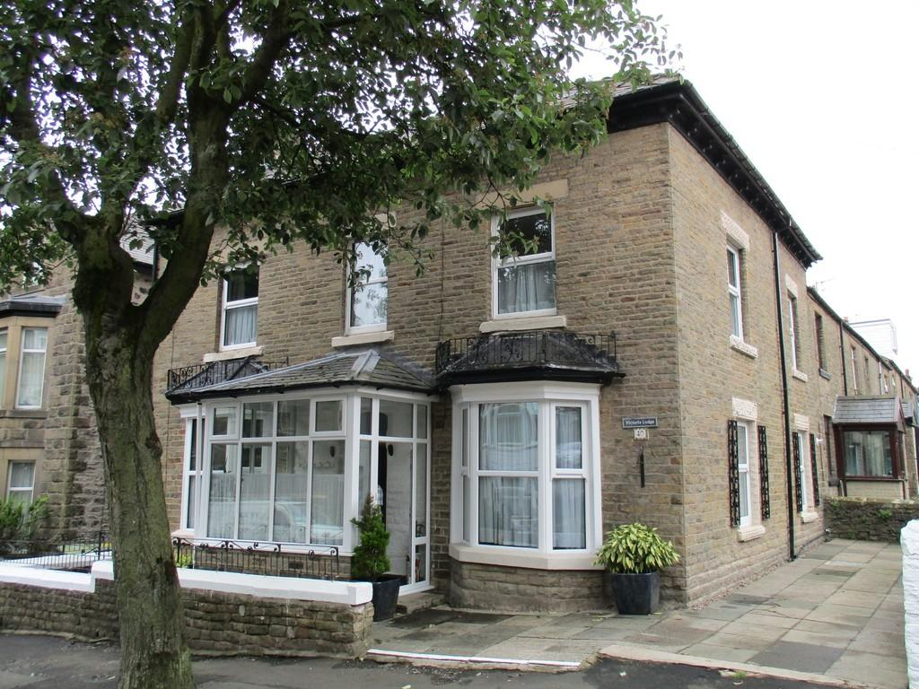 7 Bedrooms End Of Terrace House for sale in Market Street, Buxton