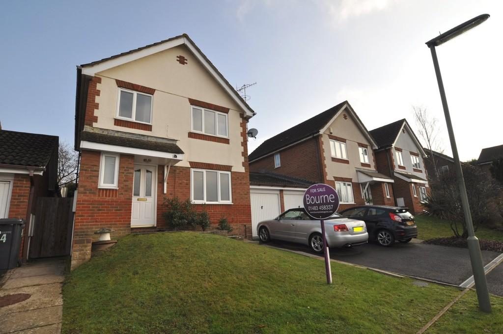 3 Bedrooms Detached House for sale in Turner Close, Guildford