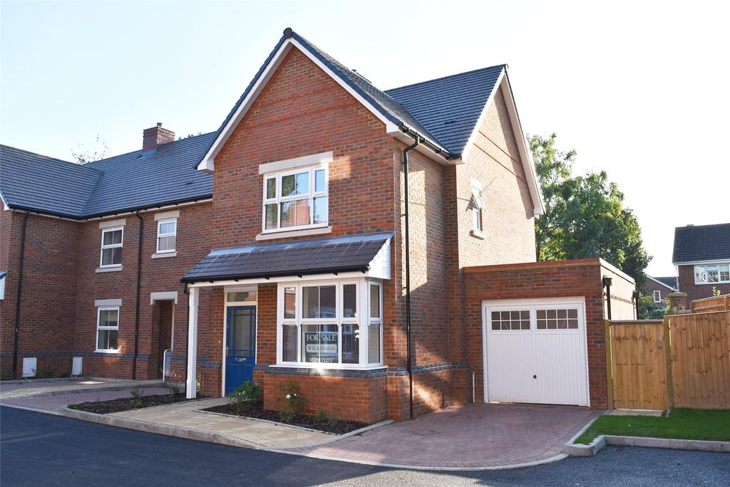 2 Bedrooms End Of Terrace House for sale in Claremont Close, Station Road