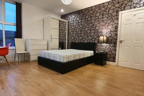 10 bedroom house to rent - Beaconsfield, Fallowfield, Manchester M14