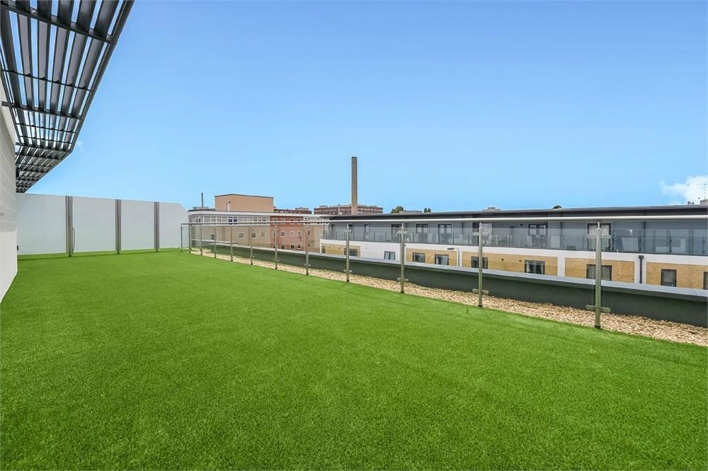 3 Bedrooms Penthouse Flat for sale in Garratt Lane, SW17