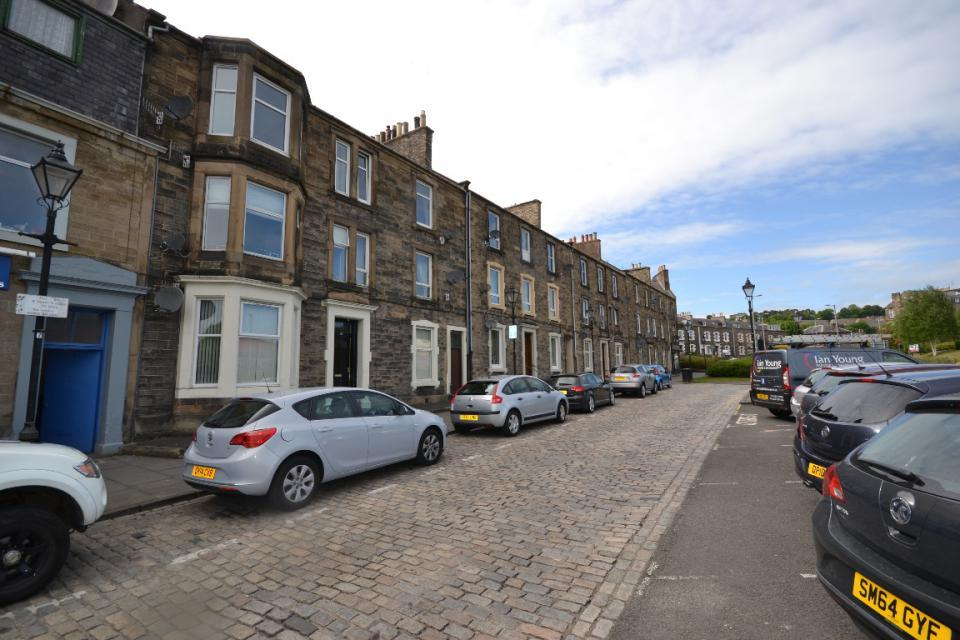 2 Bedrooms Flat for sale in 3/4, Dovemount PlaceHawick, TD9 8AZ