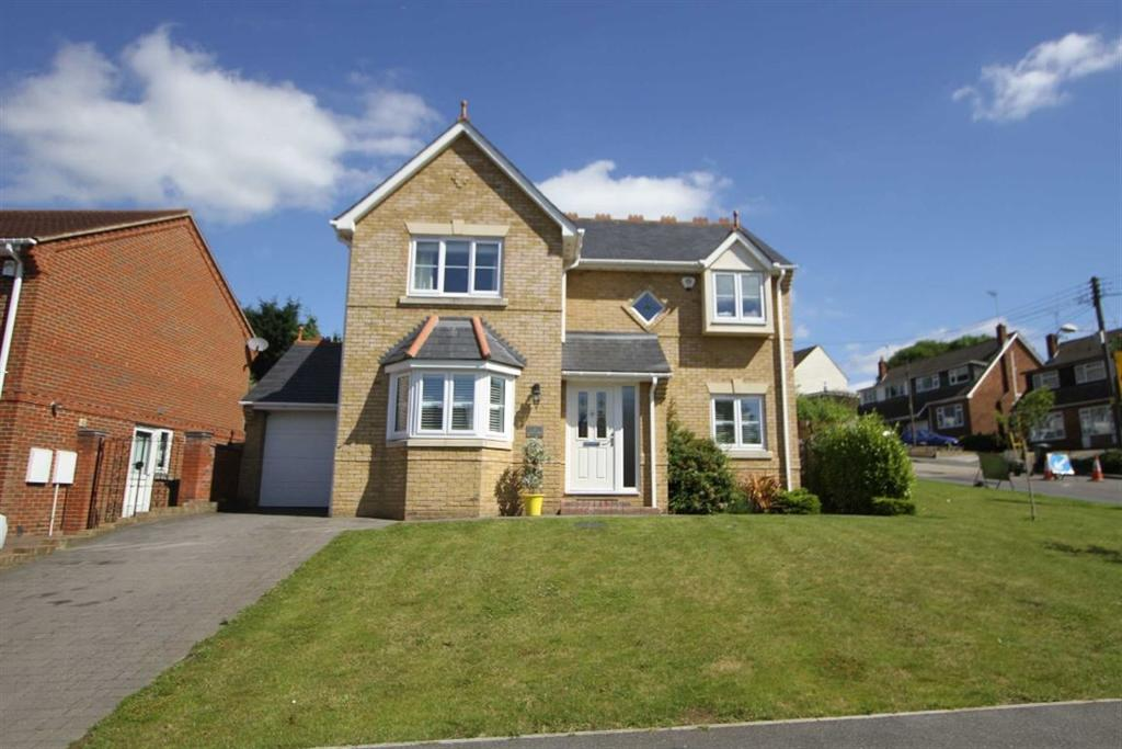 4 Bedrooms Detached House for sale in Britannia Close, Billericay, Essex, CM11 1AQ