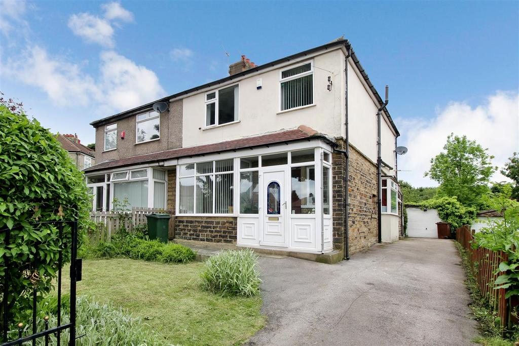 3 Bedrooms Semi Detached House for sale in Duchy Drive, Bradford