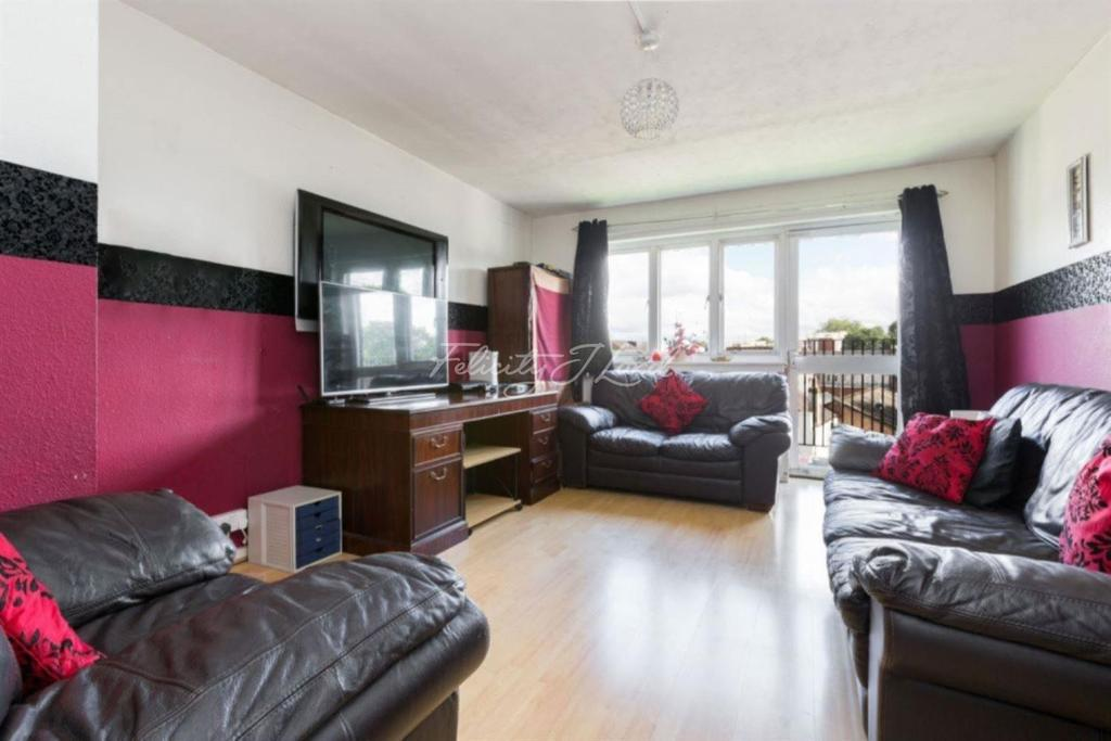 2 Bedrooms Flat for sale in The Beckers, N16
