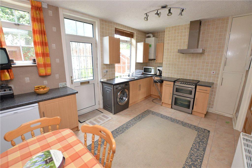 2 Bedrooms Terraced House for sale in Prospect Terrace, Micklefield, Leeds, West Yorkshire