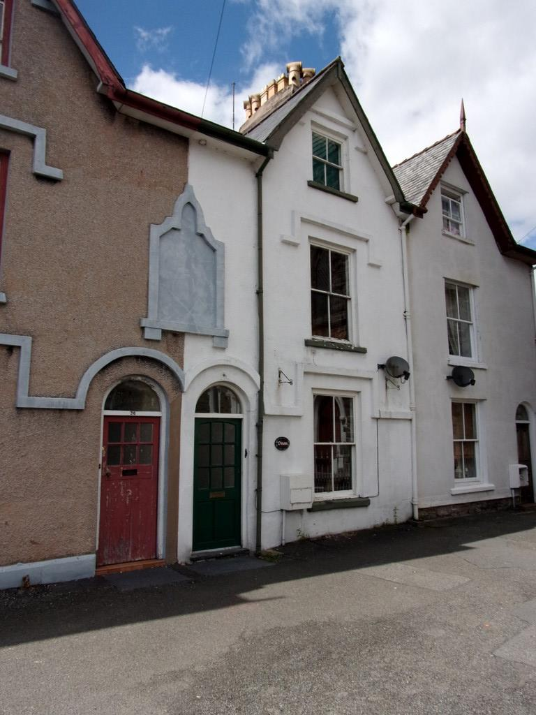 4 Bedrooms Terraced House for sale in TEGID STREET, BALA LL23