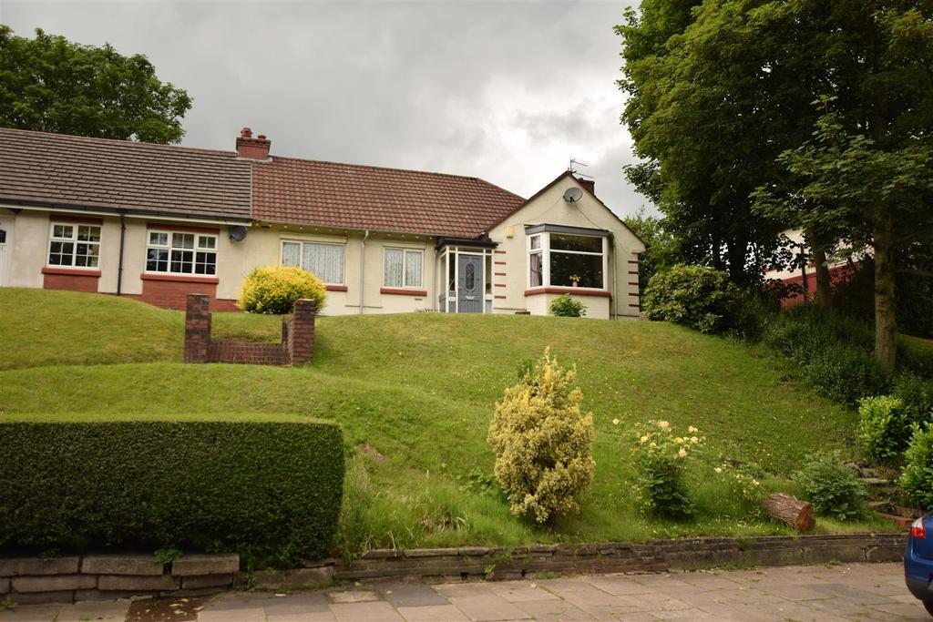 3 Bedrooms Semi Detached Bungalow for sale in Manchester New Road, Alkrington