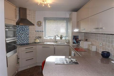 2 bedroom flat for sale - Sutton Place, Bexhill-on-Sea, East Sussex