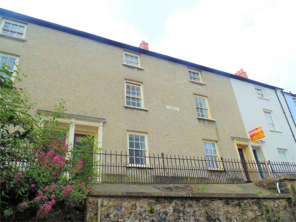 3 Bedrooms Town House for sale in 5 Gloucester Terrace, HAVERFORDWEST, Pembrokeshire