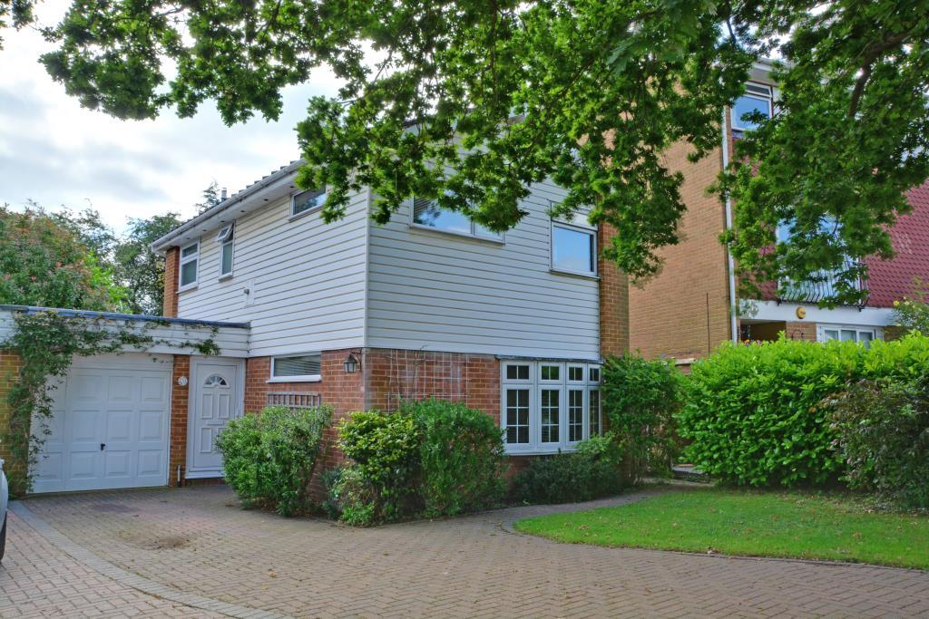 3 Bedrooms Detached House for sale in Broadheath Drive, Chislehurst, Kent, BR7