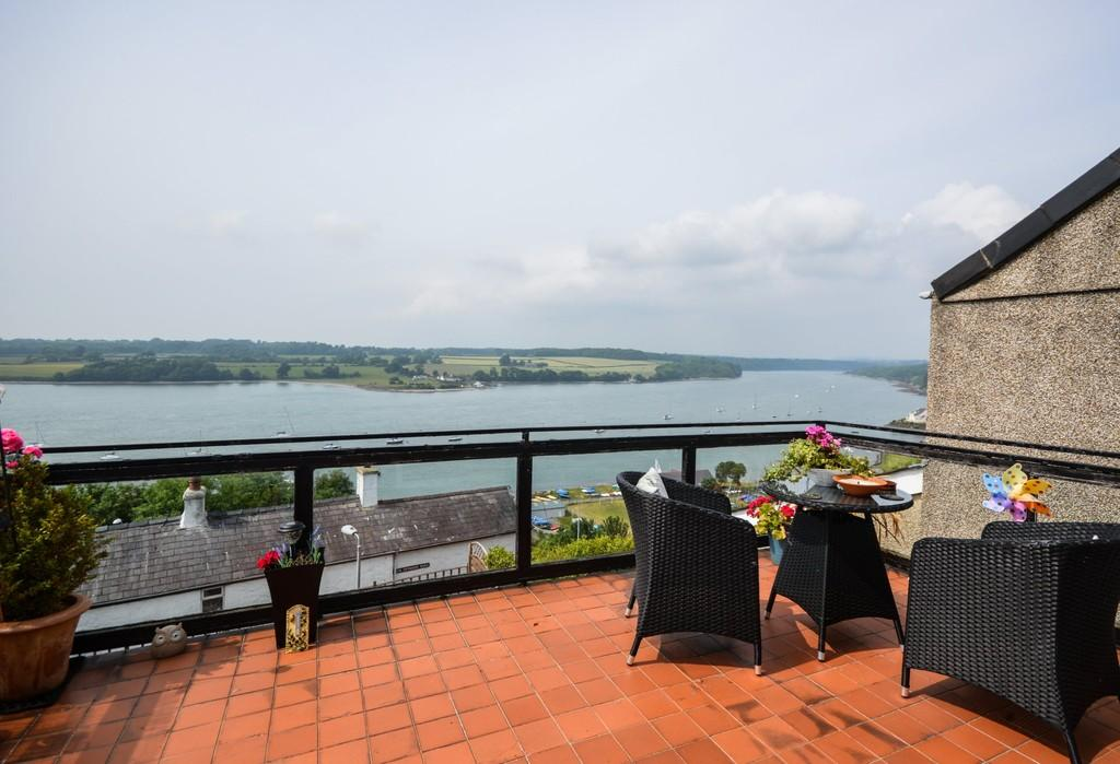 3 Bedrooms Detached House for sale in Bush Road, Y Felinheli, North Wales