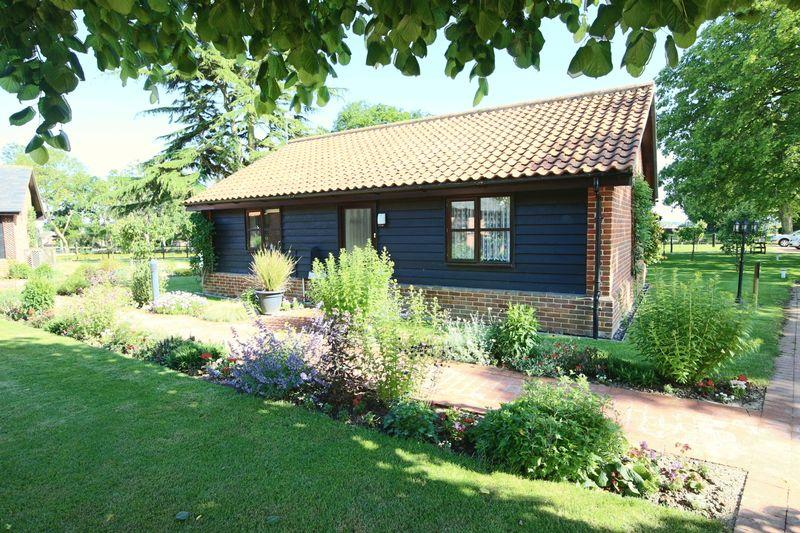 2 Bedrooms Detached Bungalow for sale in Chapel Road, Carlton Colville