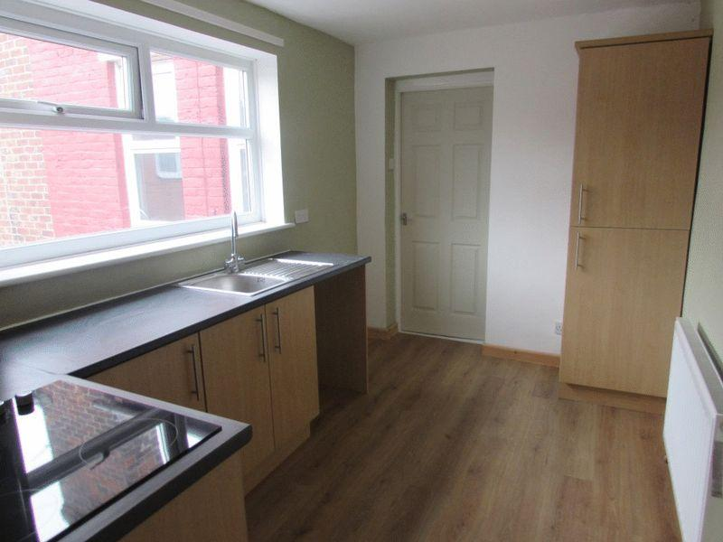 3 Bedrooms Flat for sale in Chatton Street, Howdon - Three Bedroom First Floor Flat