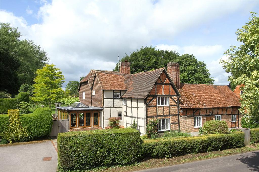 5 Bedrooms Detached House for sale in Dippenhall Street, Crondall, Farnham, Surrey, GU10